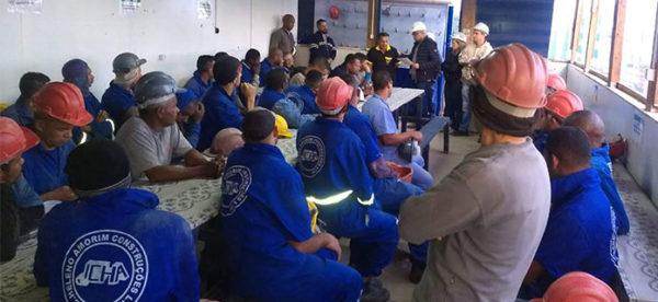 Assembleia com os trabalhadores da construtora MASA